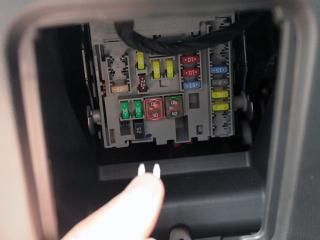 disableOnStar5Lrg www wolfsprojectfiles com guides disableonstar dis 2015 chevy cruze fuse box at readyjetset.co